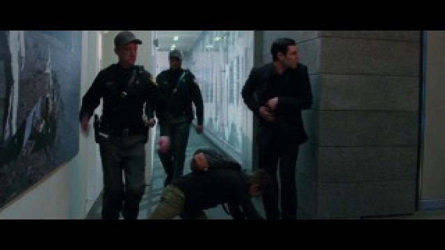 Побег Гвен из здания